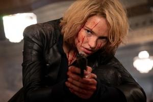 Anna (Sasha Luss) en action. DR