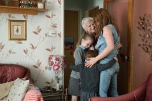 Rose-Lynn avec sa mère (Julie Walters) et ses enfants. DR