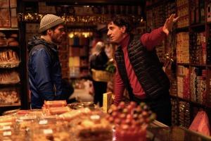 Rémy au supermarché de  Mansour (Simon Abkarian).
