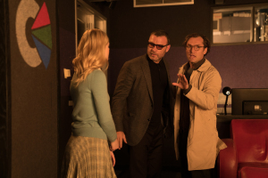 Ashleigh avec Pollard (Liev Schreiber) et son scénariste (Jude Law). DR