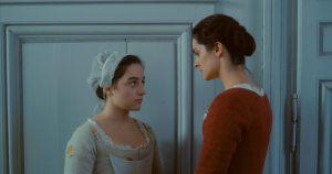 Sophie, la servante (Luana Bajrami) et Marianne. DR
