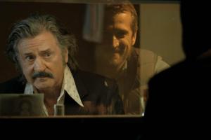 Derrière le miroir, Antoine (Guillaume Canet), un metteur en scène tapi dans l'ombre. DR