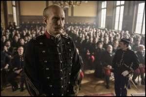 Alfred Dreyfus (Louis Garrel) devant ses juges. DR