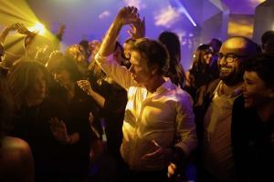TOUTE RESSEMBLANCE...: CSG en pleine bacchanale... Photos Shanna Besson