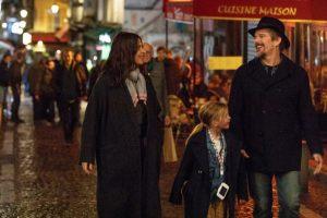 Lumier, Charlotte et Hank (Ethan Hawke) se promènent dans Paris. Photos Laurent Champoussin