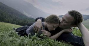 Fran (Valérie Pachner) et Franz dans la quiétude de la campagne. DR