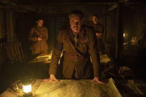 Colin Firth incarne le général Erinmore. DR
