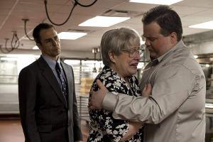 L'avocat Watson Bryant (Sam Rockwell), la mère de Jewell (Kathy Bates) et son fils. DR