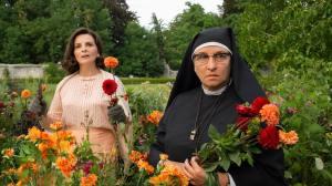 Paulette Van Der Beck (Juliette Binoche) et Soeur Marie-Thérèse (Noémie Lvovsky).