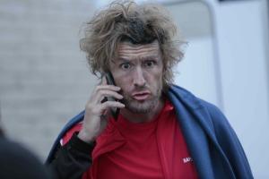 Tony (Philippe Lacheau), un flic allumé.