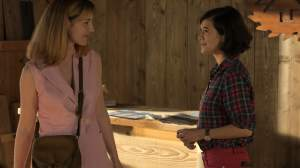 Patricia et Noémie (Mélanie Doutey) dans la scierie.