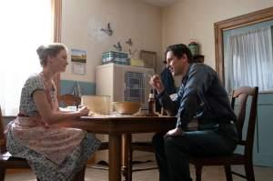 Willis Peterson (Sverrir Gudnason) jeune et sa épouse Gwen (Hannah Gross). DR