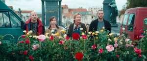 Eve Vernet et son équipe de choc vendent des roses à la... Toussaint. DR