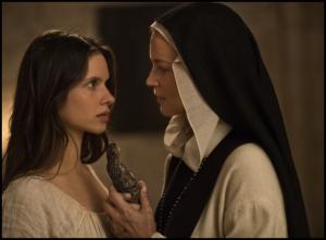 Bartolomea (Daphné Patakia) et Benedetta, les amantes.