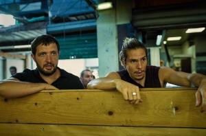 Yass (Karim Leklou) et Antoine (François Civil) en surveillance. DR