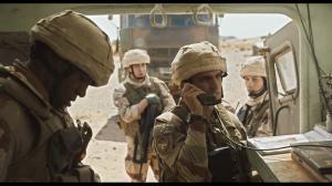 Le lieutenant Beaumont (Louis Garrel) en opération avec les hommes de la Légion. DR